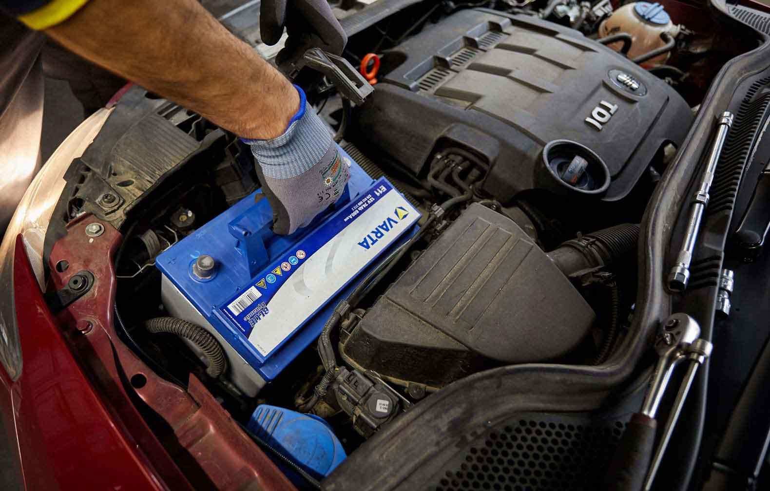 trocar a bateria do carro